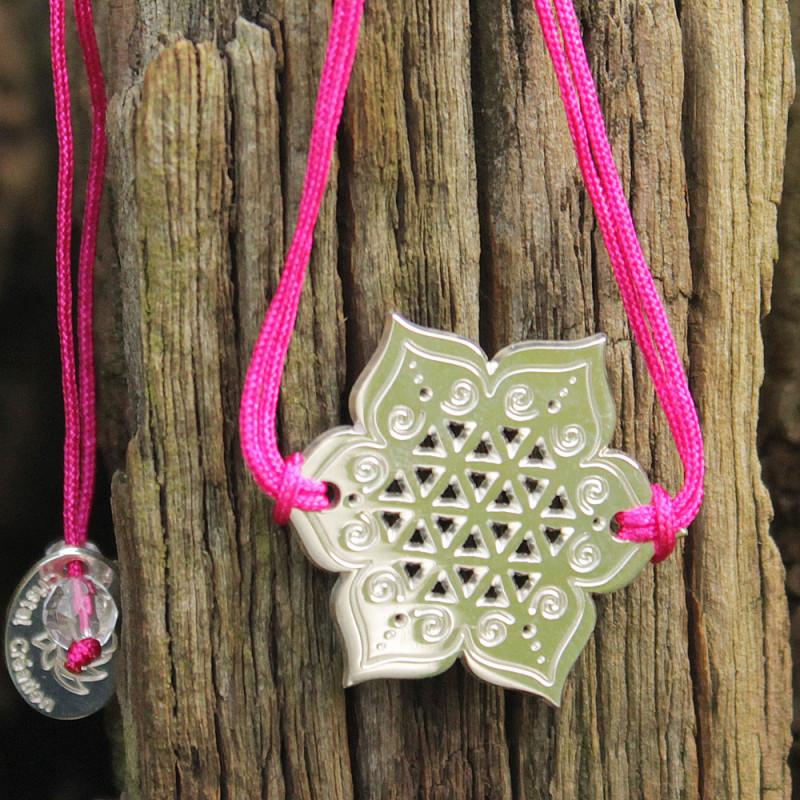 Bracelet Fleur sacrée (cordon soie) - Fushia
