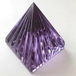 Pyramide violette